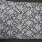Vankúš plnený pohánkovými šupkami -šedý,biele ruže